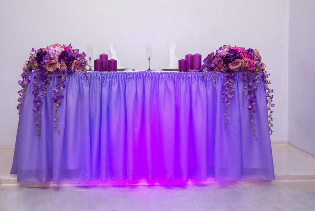 Офомление стола молодоженов в фиолетовом цвете